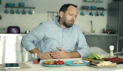Ăn không tiêu buồn nôn với biểu hiện tức bụng thường gặp