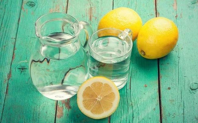 Lợi ích của việc uống nước chanh ấm mỗi ngày