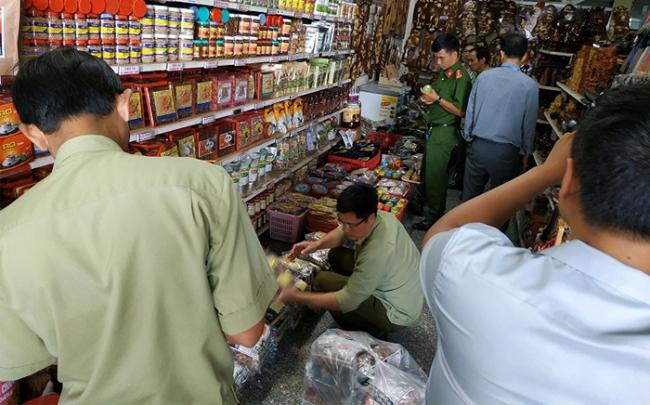 Chặn đứng 2 cửa hàng bán thuốc gia truyền tăng cường sinh lực giả mạo nhãn hiệu