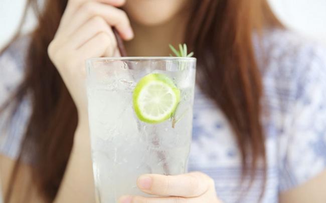 Điều gì xảy ra khi bạn uống nước chanh mỗi ngày?