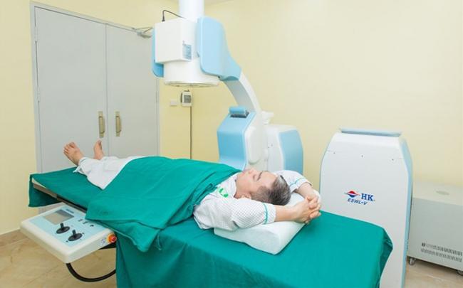 Đột phá công nghệ trị sỏi tiết niệu, 30 phút tán sỏi không phẫu thuật