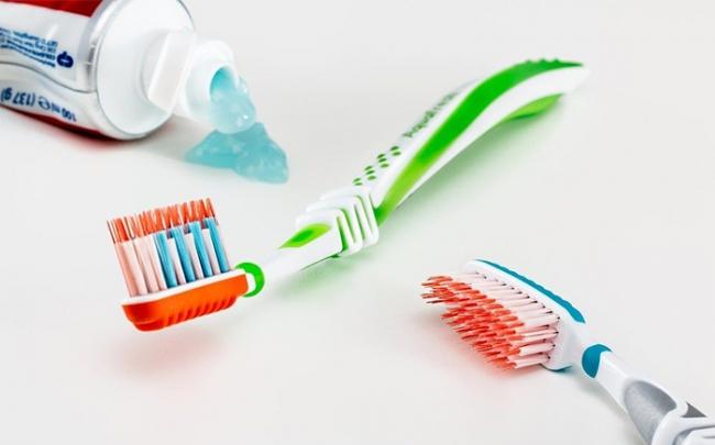 Hóa chất trong kem đánh răng, mỹ phẩm khiến phụ nữ dễ bị loãng xương
