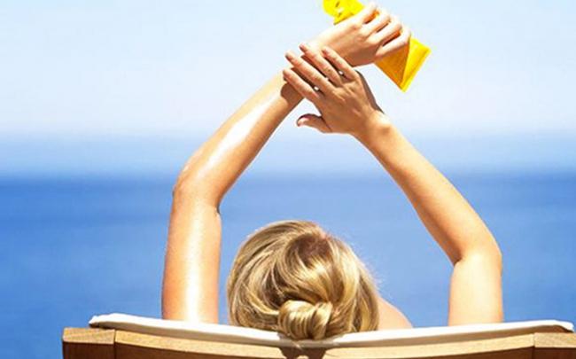 Kem chống nắng chứa nhiều hóa chất có thể tích tụ trong máu và tích tụ theo thời gian