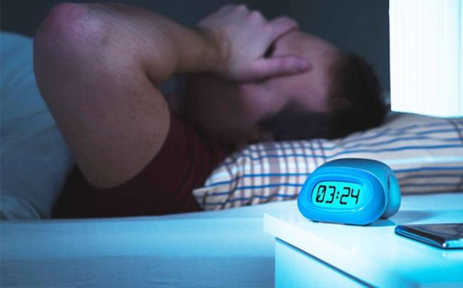 Ngủ thiếu giấc không tốt cho tim mạch