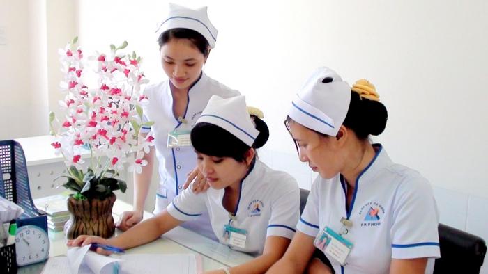 Nhân viên điều dưỡng y học cố truyền - Phòng Khám Chẩn Trị Y Học Cổ Truyền Hồng Sơn Đường
