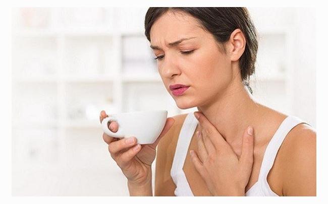 Nuốt nước bọt đau họng bên phải: Nguyên nhân và cách điều trị