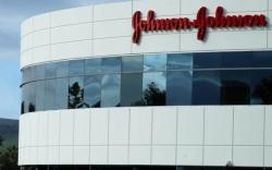 Phấn rôm chứa amiăng, Johnson Johnson phải bồi thường 29,4 triệu USD