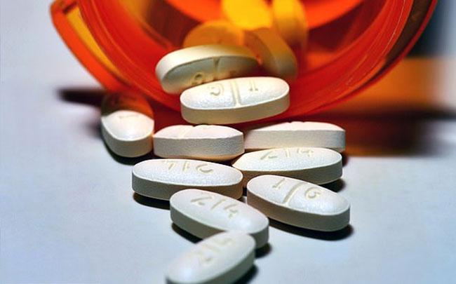 Xem xét việc thay đổi tên thuốc giảm đau để cải thiện tình trạng dùng quá liều